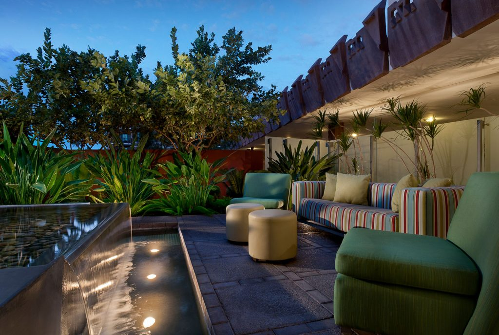 Hotel Valley Ho | Front Patio